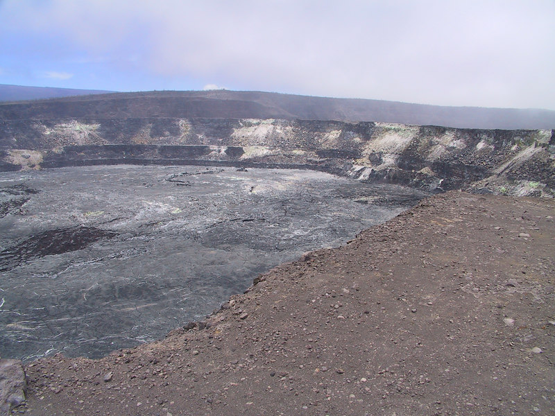 <b>Halemaumau Crater 2</b>   (Jul 17, 2001, 12:23pm)
