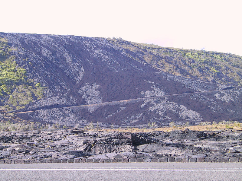 <b>Aha and pohoehoe lava flows down from Holei Pali ridge</b>   (Jul 17, 2001, 04:35pm)