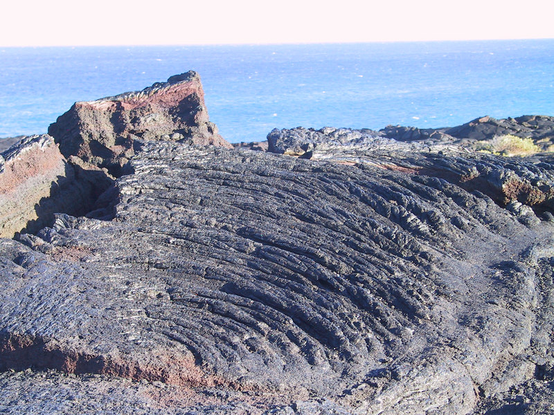 <b>Patterns of lava flows at end of Chain of Craters Road</b>   (Jul 17, 2001, 05:53pm)