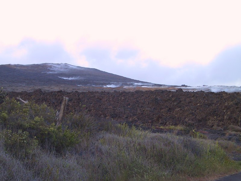 <b>Steam rising from ground around Mauna Ulu</b>   (Jul 17, 2001, 06:31pm)