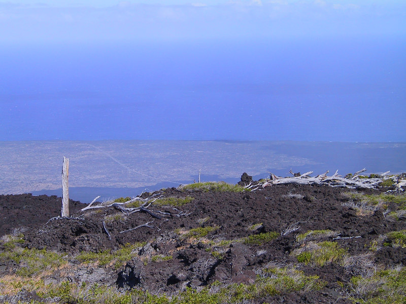 <b>Another view of Hawaiis south coast from Chain of Craters Road</b>   (Jul 17, 2001, 04:17pm)