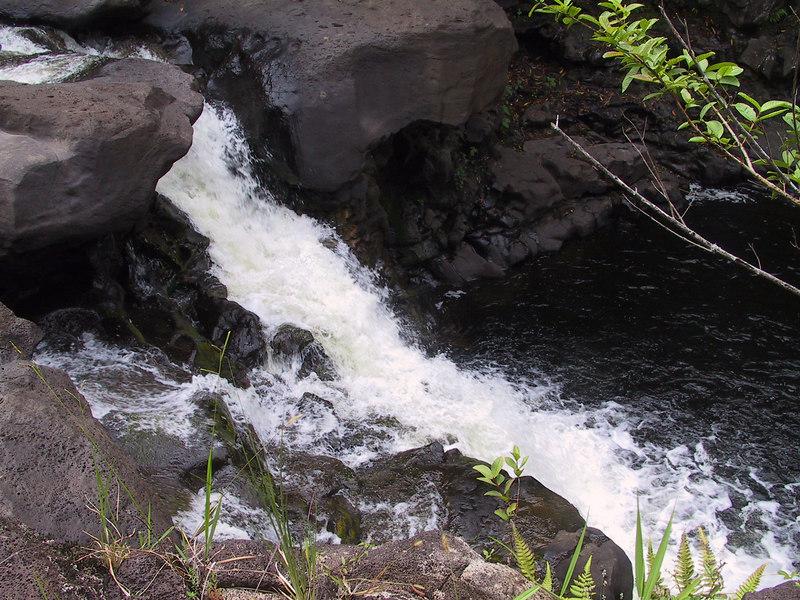 <b>Another waterfall in the stream below Umauma Falls</b>   (Jul 18, 2001, 04:44pm)