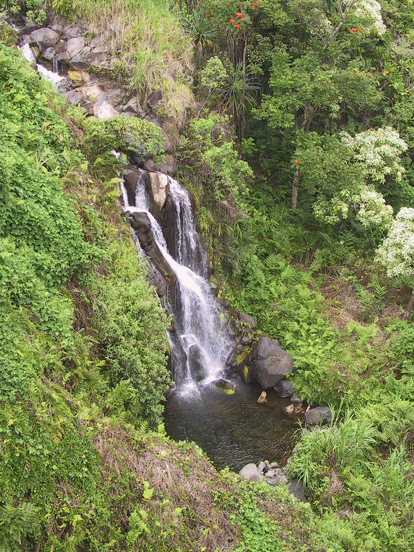 <b>First waterfall seen from bridge at mile 16 on route 19</b>   (Jul 18, 2001, 03:32pm)