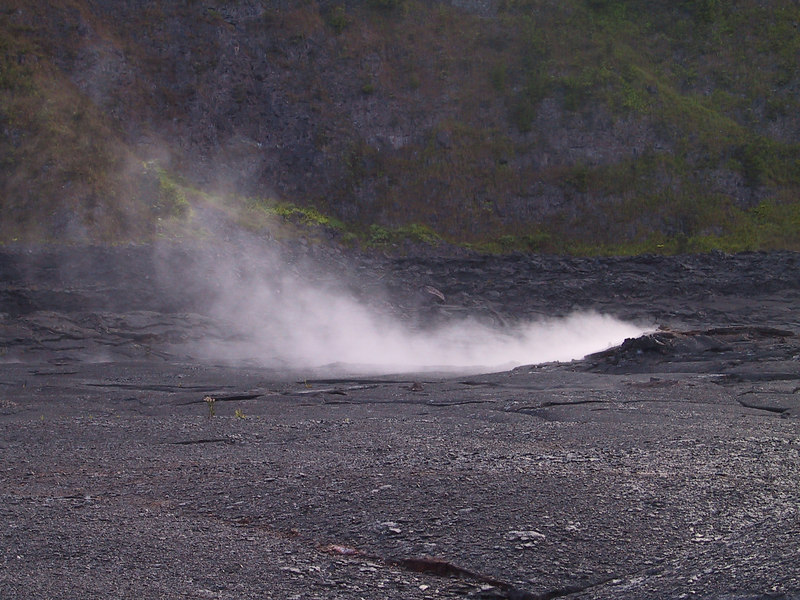 <b>Steam rising from vents in Kilauea Iki crater</b>   (Jul 18, 2001, 07:00am)