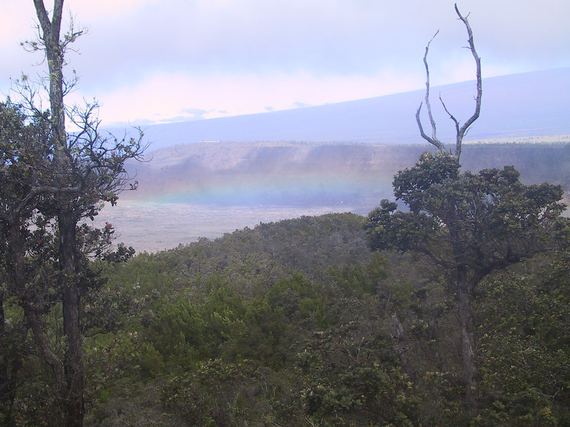 <b>Morning rainbow in Kilauea Caldera seen from Volcano House</b>   (Jul 18, 2001, 09:05am)