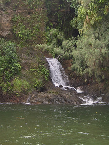 Small waterfall across river at Kolekole Beach Park   (Jul 18, 2001, 01:12pm)
