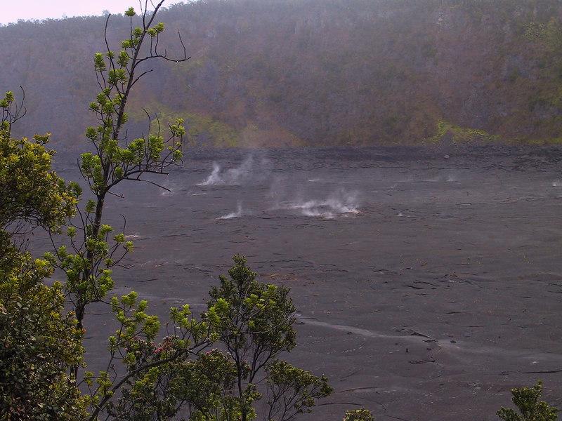 <b>View of Kilauea Iki in early morning</b>   (Jul 18, 2001, 06:35am)
