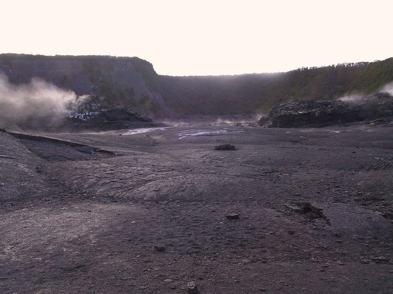 <b>Looking east along the Kilauea Iki Trail</b>   (Jul 18, 2001, 07:06am)
