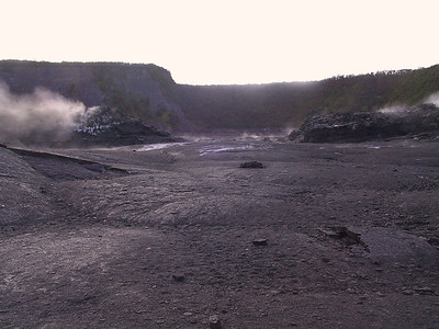 Looking east along the Kilauea Iki Trail   (Jul 18, 2001, 07:06am)