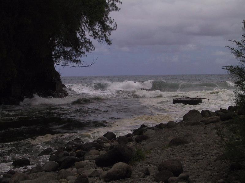 <b>River meets ocean at Kolekole Beach Park</b>   (Jul 18, 2001, 01:12pm)