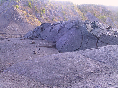 More broken lava in Kilauea Iki crater   (Jul 18, 2001, 07:06am)