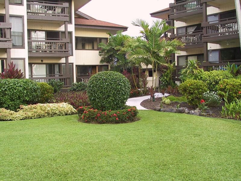 <b>Sea Village courtyard</b>   (Jul 20, 2001, 06:10pm)