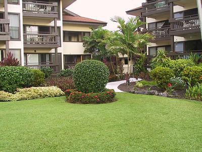 Sea Village courtyard   (Jul 20, 2001, 06:10pm)