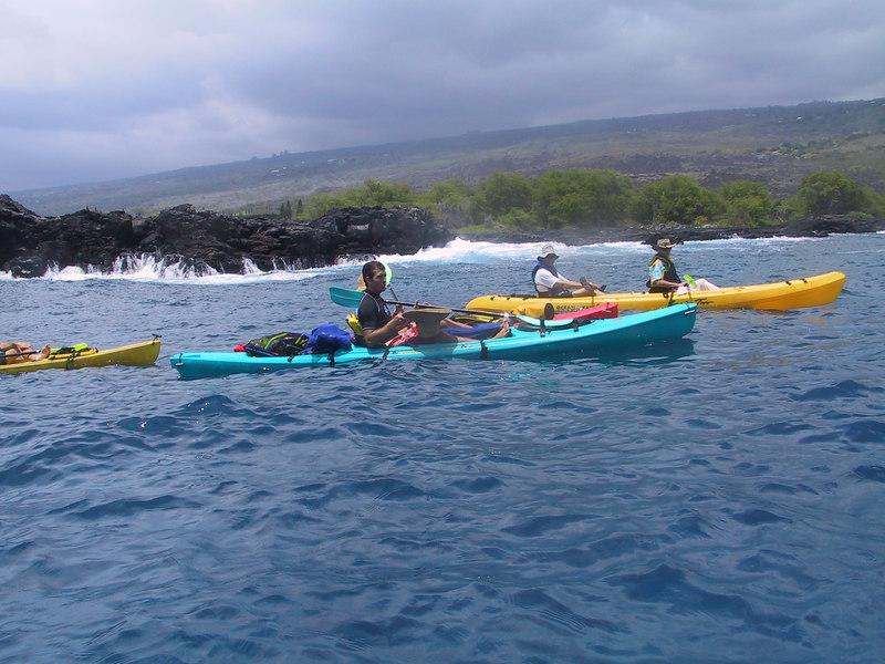 <b>Kayaks going south from Keauhou Bay</b>   (Jul 19, 2001, 01:22pm)