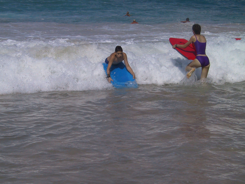 <b>Ben and Beth boogie boarding at White Sands Beach</b>   (Jul 19, 2001, 09:13am)