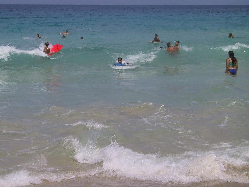 <b>Joel boogie boarding at White Sands Beach</b>   (Jul 19, 2001, 09:59am)