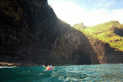 Approaching Hoolulu sea caves   (Jul 23, 2001, 10:00am)