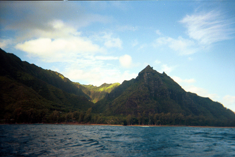 <b>Hanakapiai seen from kayaks</b>   (Jul 23, 2001, 09:00am)