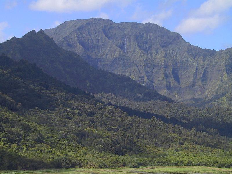 <b>Mountains in the distance seen from Hanalei Overlook</b>   (Jul 25, 2001, 09:34am)