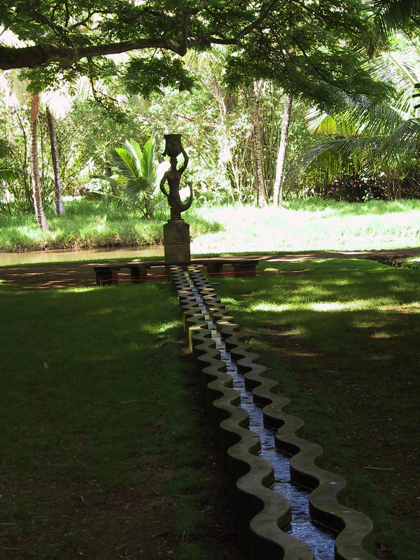 <b>Fountain in Allerton Garden</b>   (Jul 24, 2001, 10:35am)