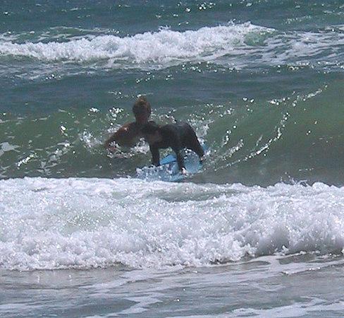 <b>Ben learns to surf</b>   (Jul 25, 2001, 10:45am)