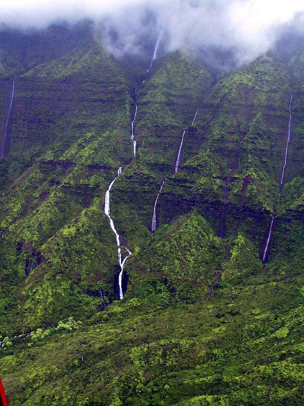 <b>Closer view waterfalls in Wainiha Valley</b>   (Jul 26, 2001, 01:13pm)