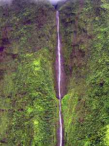 Waterfalling down the walls of Mt Waialeale crater   (Jul 26, 2001, 02:36pm)