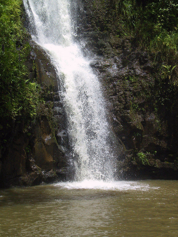<b>Another view of the waterfall at the helicopter lunch spot</b>   (Jul 26, 2001, 01:25pm)
