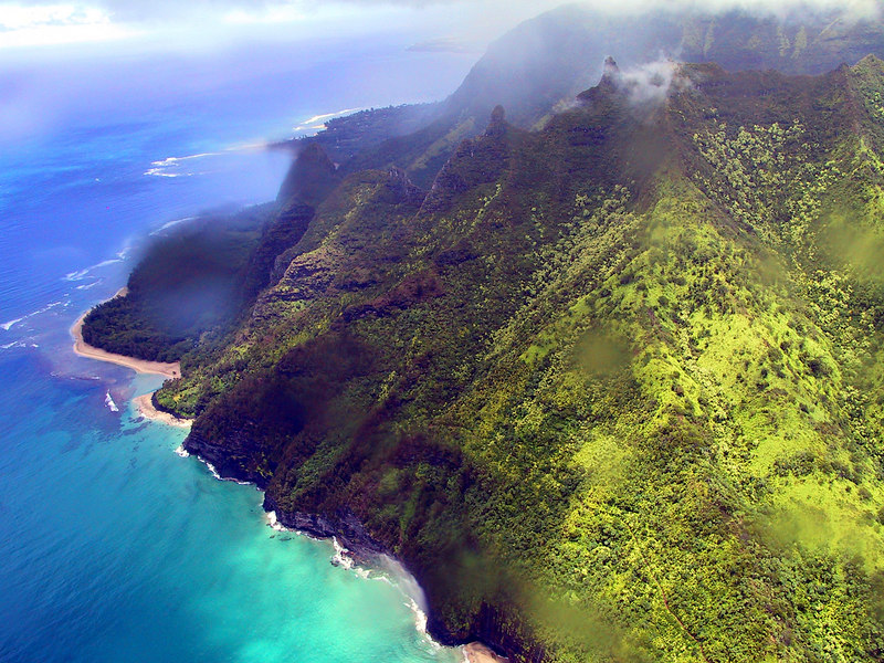 <b>Helicopter view of the north end of the Na Pali coast</b>   (Jul 26, 2001, 01:08pm)