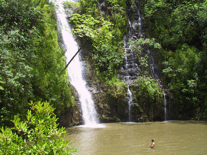 <b>The private waterfall and swimming hole on the helicopter tour</b>   (Jul 26, 2001, 01:22pm)