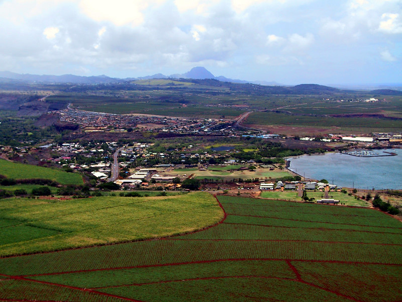 <b>Helicopter view of town of Hanapepe</b>   (Jul 26, 2001, 12:46pm)