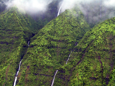Closeup of waterfalls in Wainiha Valley   (Jul 26, 2001, 01:14pm)