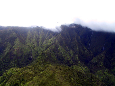 Helicopter view of Mt Waialeale   (Jul 26, 2001, 02:38pm)