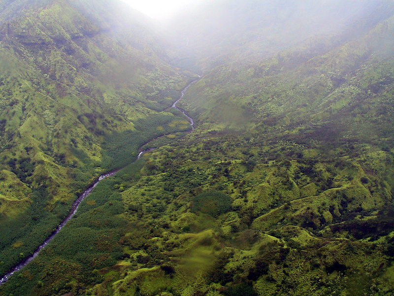 <b>Helicopter view of Wainiha River valley</b>   (Jul 26, 2001, 01:11pm)