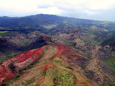 Helicopter view north of Town of Waimea   (Jul 26, 2001, 12:48pm)