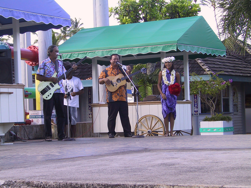 <b>The band at Coconuts Marketplace afternoon show</b>   (Jul 27, 2001, 05:27pm)