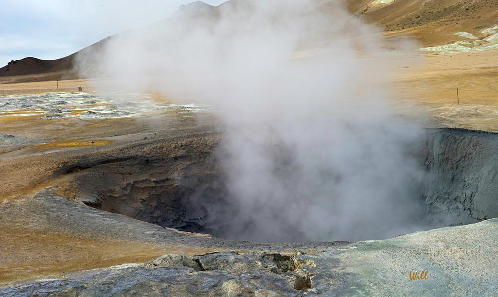 Steam Vent and Mudpot – Hverir