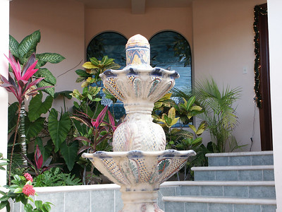 Close-up of fountain at Villa   (Dec 28, 2002, 02:49pm)