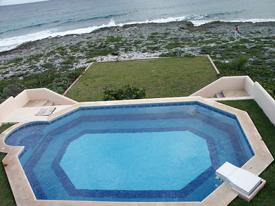 The villa's pool and waterfront   (Dec 28, 2002, 02:44pm)