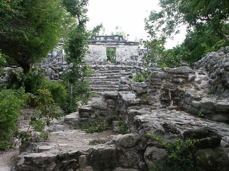 <b>Bigger area of ruins at Xcaret</b>   (Dec 29, 2002, 02:15pm)