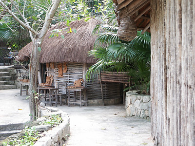 More of the Mayan village   (Dec 29, 2002, 01:06pm)