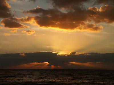 Sunrise over the ocean   (Dec 29, 2002, 06:30am)