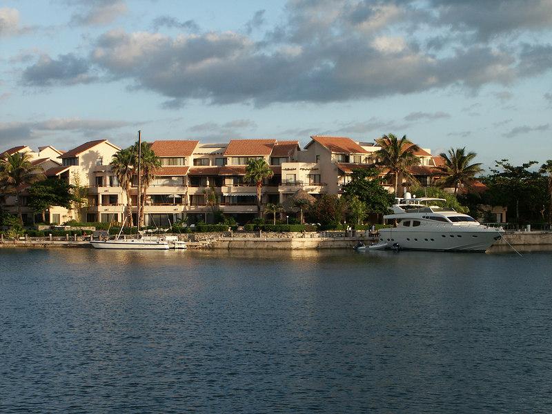 <b>Apartments in Puerto Adventuras</b>   (Dec 29, 2002, 06:50am)