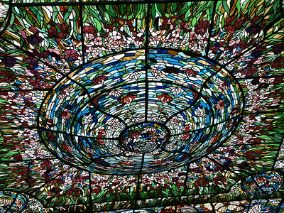 Center of stained glass ceiling at Xcaret   (Dec 29, 2002, 01:38pm)
