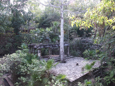 Platform in center of Mayan village at Xcaret   (Dec 29, 2002, 01:05pm)