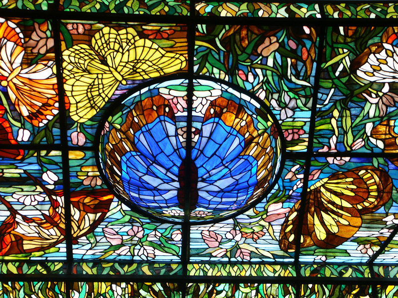 <b>Part of the stained glass ceiling</b>   (Dec 29, 2002, 01:38pm)