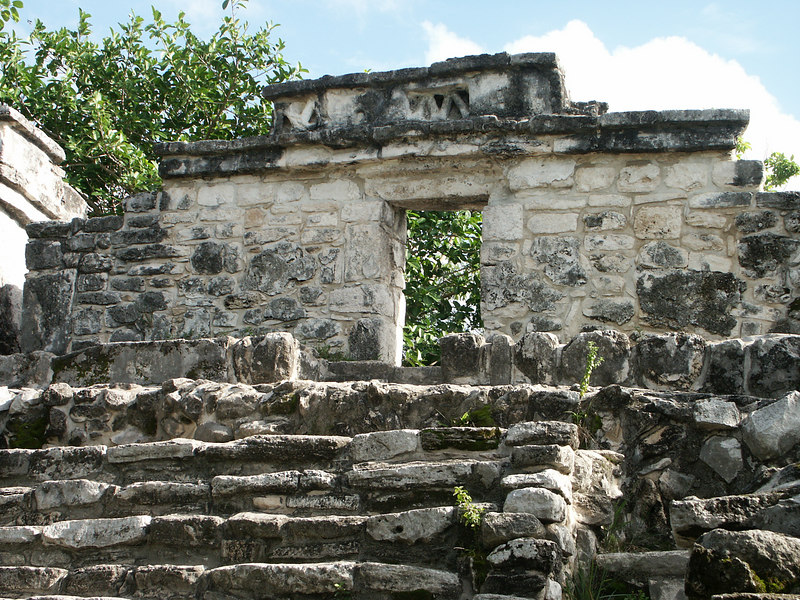 <b>View of top of Mayan ruins</b>   (Dec 29, 2002, 02:17pm)