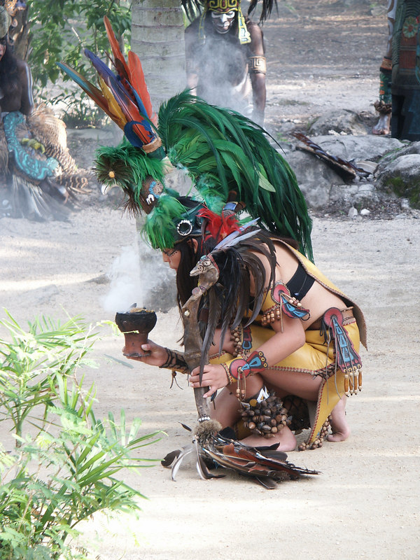 <b>Good look at female Mayan costume</b>   (Dec 29, 2002, 03:29pm)