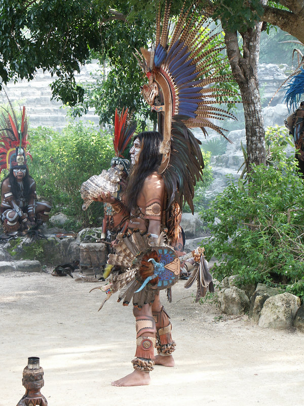 <b>Another ceremonial Mayan in costume</b>   (Dec 29, 2002, 03:29pm)