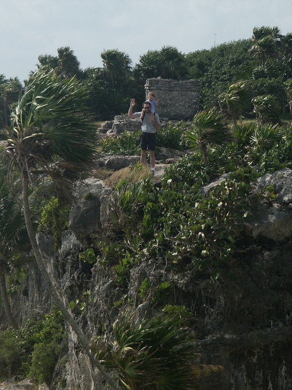 <b>Matt and Ian on the cliffs at Tulum</b>   (Dec 30, 2002, 09:59am)